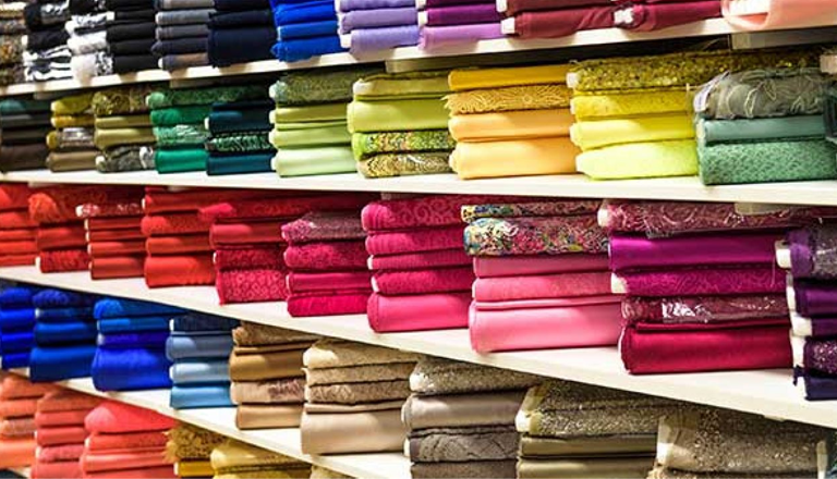 reasons to visit Ahmedabad ... There are numerous shopping markets in Ahmedabad, and most of them are known for fabric shopping and clothing.